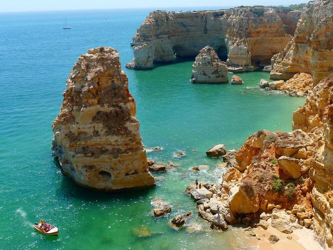 boat-rental-algarve-portugal-hire-sailo-beneath-the-waves