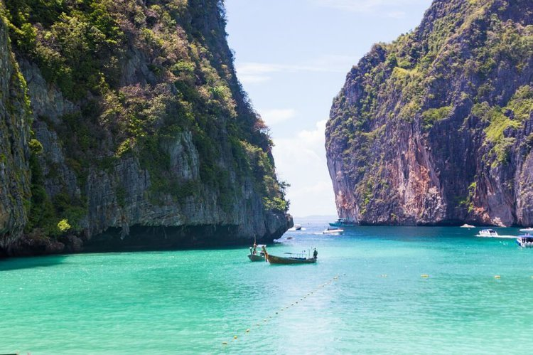 private-yacht-charter-phuket-phi-phi-islands