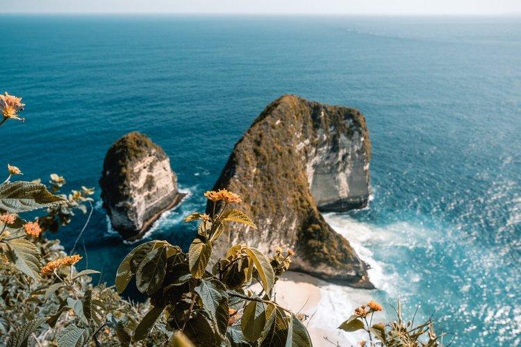 sailing-bali-indonesia-yacht-charter-sailo-nusa-penida