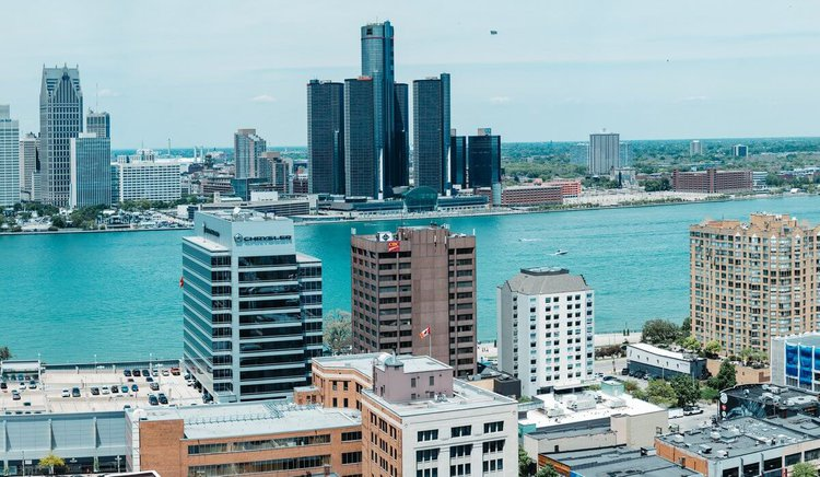 sailing-detroit-river-boat-rental-sailo-private-yacht-party