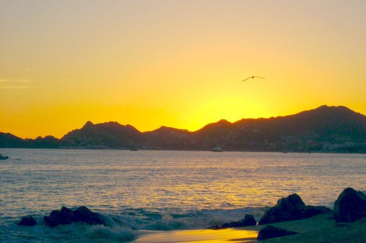 things-to-do-by-boat-cabo-san-lucas-mexico-sunset-playa-solmar-sailo-yacht-rental