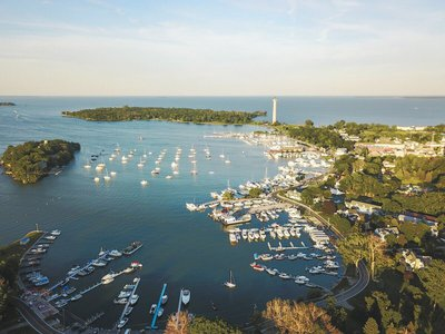 sailing-detroit-river-boat-rental-sailo-private-charters