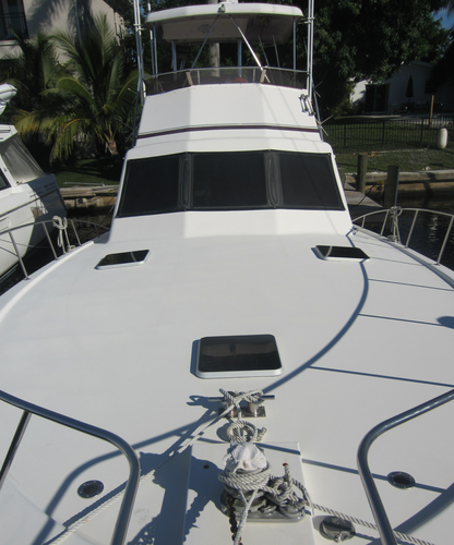 Discover North Palm Beach surroundings on this Jersey 47 Jersey boat