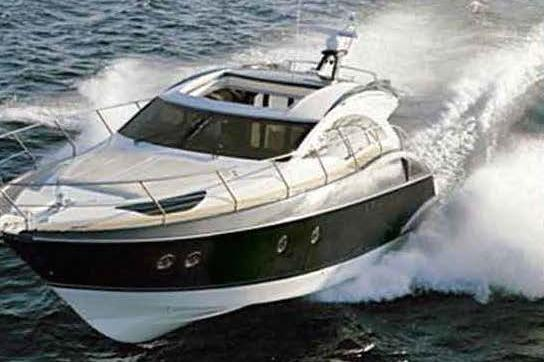 Discover Miami surroundings on this Marquis 40sc Marquis boat