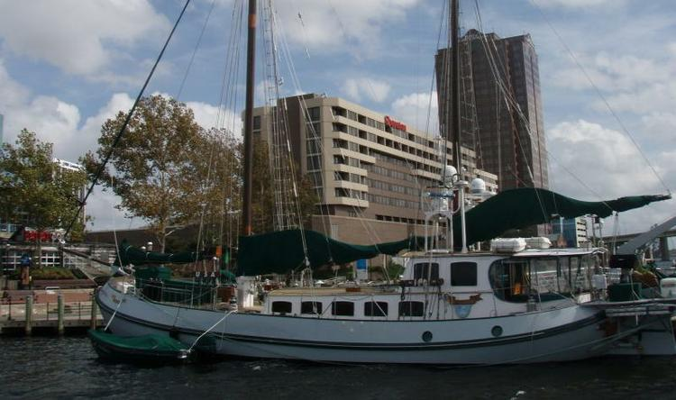 Up to 8 persons can enjoy a ride on this Ketch boat