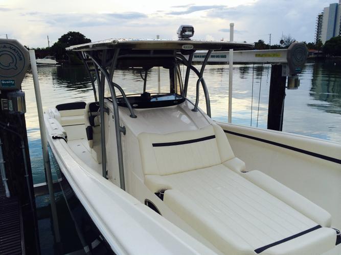 Center console boat rental in Miami Shores, FL