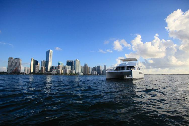 This 51.0' Leopard cand take up to 12 passengers around Miami