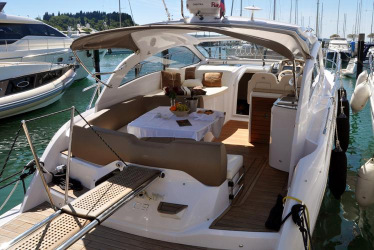 Yacht C38 range Cruiser Line – Sporty & Fun to drive