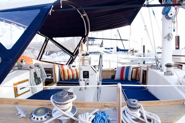 Discover East Hampton surroundings on this Whitby 42 Whitby boat