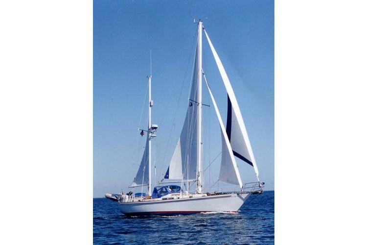 Up to 6 persons can enjoy a ride on this Ketch boat