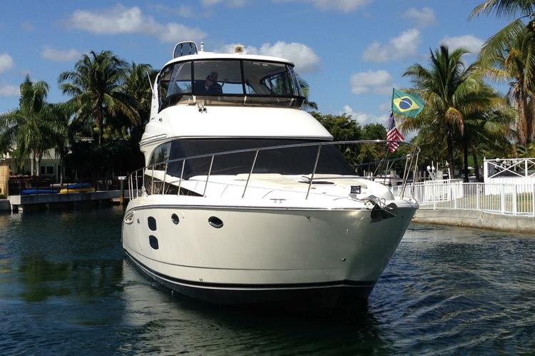 Luxury boat rentals miami beach fl meridian motor yacht 857 for Miami fishing party boat