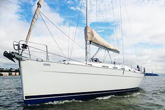 Discover New York surroundings on this 43' Beneteau Sloop Beneteau boat