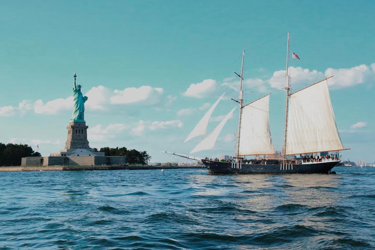Up to 125 persons can enjoy a ride on this Schooner boat