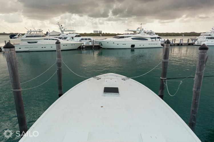 Discover Miami Beach surroundings on this Custom Carolina boat