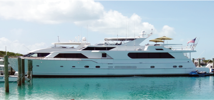 Discover Miami surroundings on this 2000 Hatteras boat