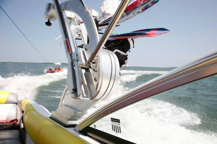 This 24.0' Moomba cand take up to 6 passengers around Sag Harbor
