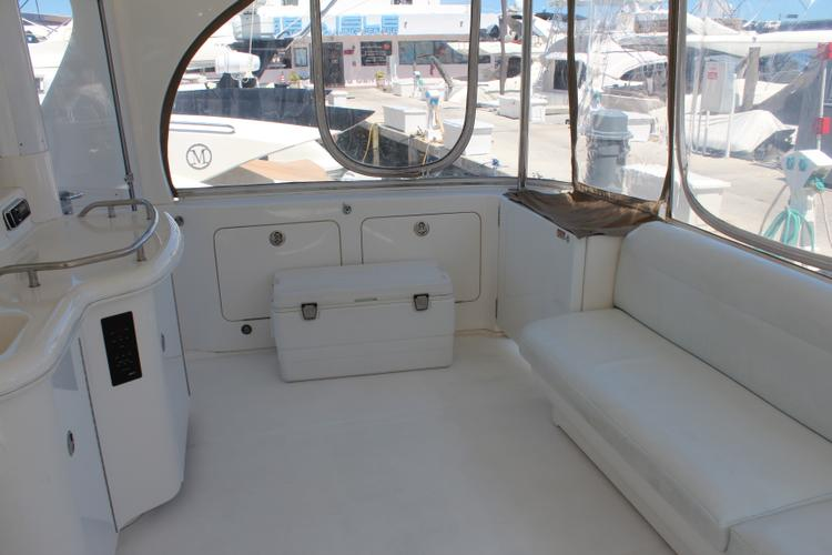 Discover Miami surroundings on this Motor Yacht  480 Sea Ray boat