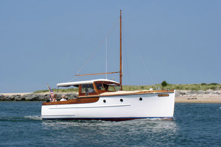 Discover East Hampton surroundings on this ELCO ELCO boat