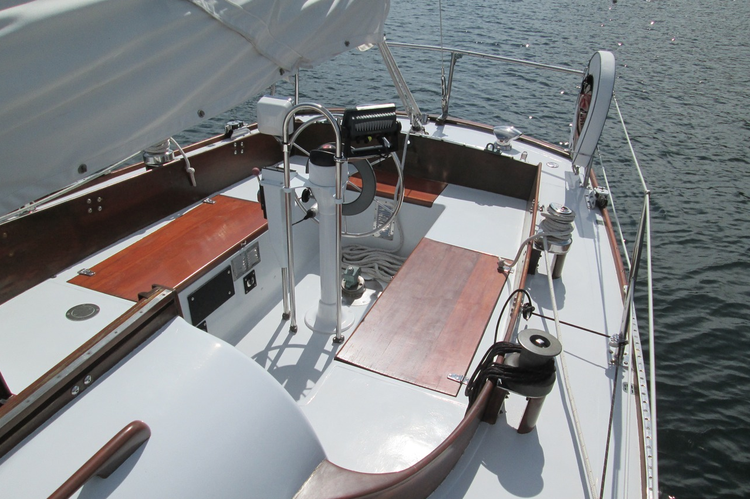 This 33.0' Lecomte cand take up to 6 passengers around East Hampton
