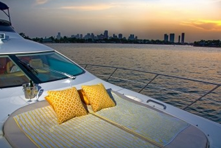 Discover Miami surroundings on this Motor Yacht Azimut boat