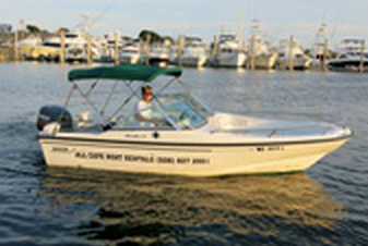 Enjoy this 17' Boston Whaler Dauntless with you family!