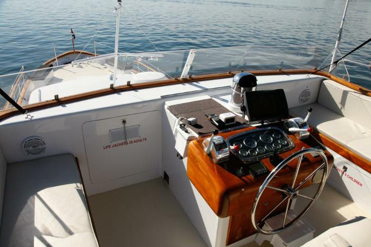 Motor yacht boat for rent in Boston