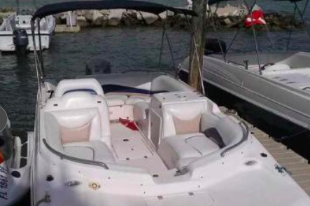 Discover Islamorada surroundings on this N/A Hurricane boat