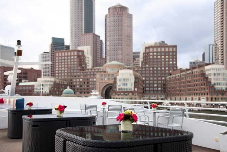 Discover Boston surroundings on this Cruise Luxury boat