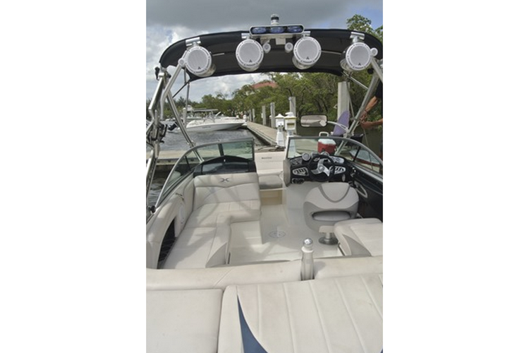 This 20.0' MasterCraft cand take up to 6 passengers around Miami