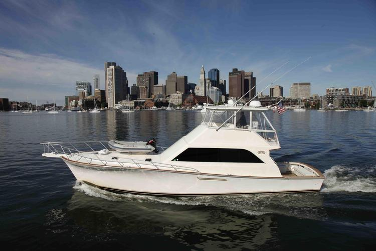 Relax in Luxury and Style Aboard this 55' Ocean Yacht