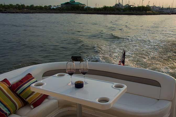 This 38.0' Sea Ray cand take up to 6 passengers around Jersey City