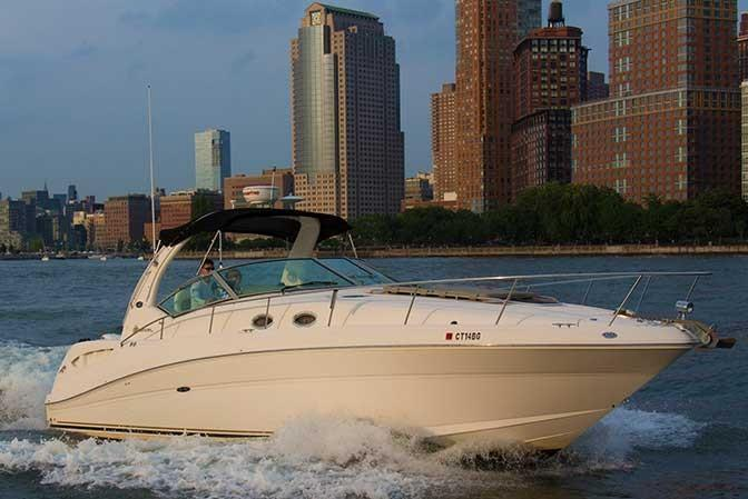 Up to 6 persons can enjoy a ride on this Sea Ray boat