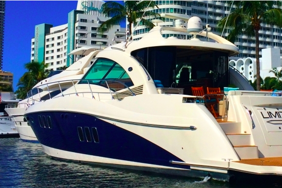 This 60.0' Sea Ray cand take up to 12 passengers around Miami