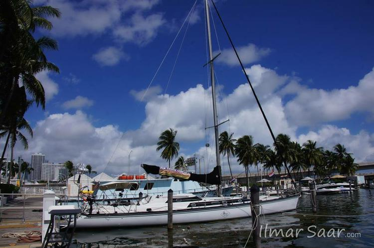 This 65.0' Macgregor cand take up to 6 passengers around Miami