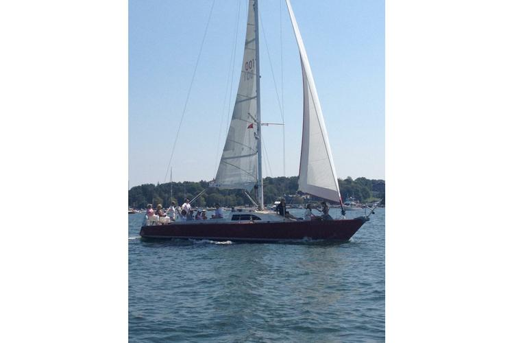 Motorsailer boat for rent in Newport