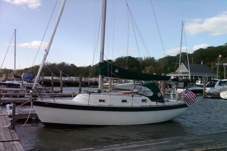 Enjoy a Day Sail off of Stamford, CT on this Classic Cruiser