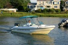 Enjoy this 18' Boston Whaler Dual Console for the day!