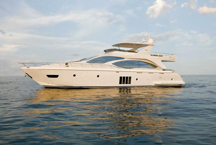 Elegant Azimut to explore the Miami waters