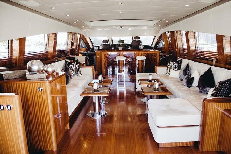 Discover Miami Beach surroundings on this Leopard Cantieri Dell'Arno boat