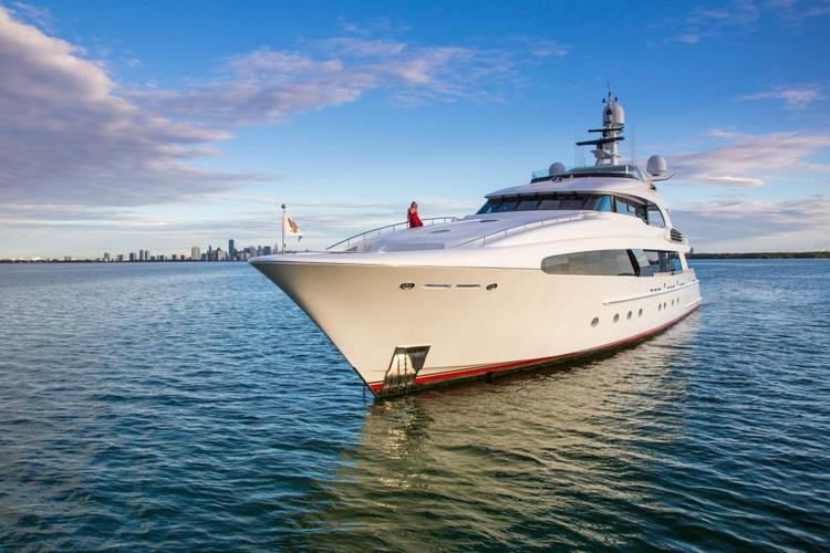 Up to 12 persons can enjoy a ride on this Mega yacht boat