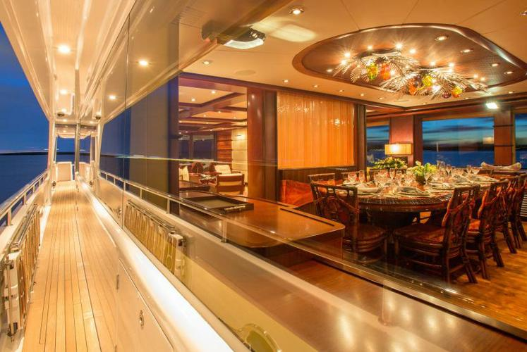 Discover Miami Beach surroundings on this Usher Delta Marine boat