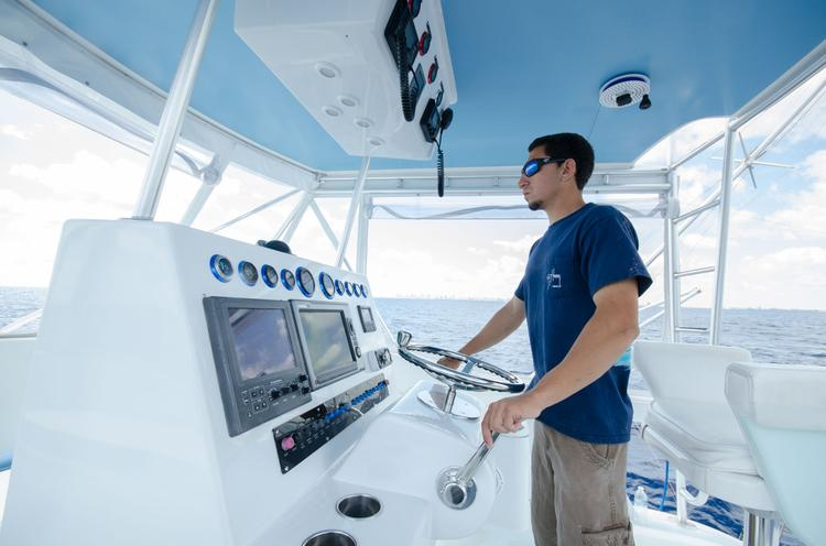 Discover Hollywood surroundings on this Sportfish Hatteras boat