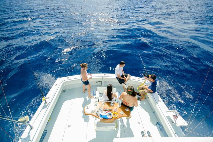 Up to 6 persons can enjoy a ride on this Trawler boat