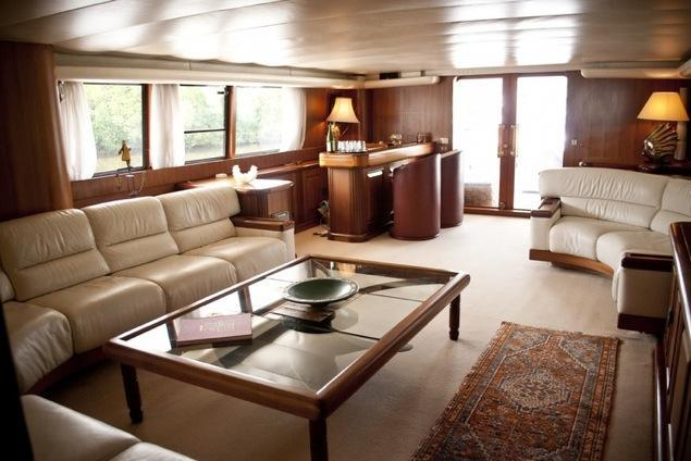 Discover Miami Beach surroundings on this 123 Royal Hisman boat
