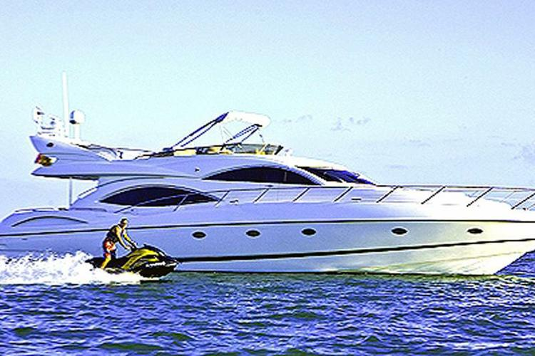 Sunseeker's 74.0 feet in Miami Beach