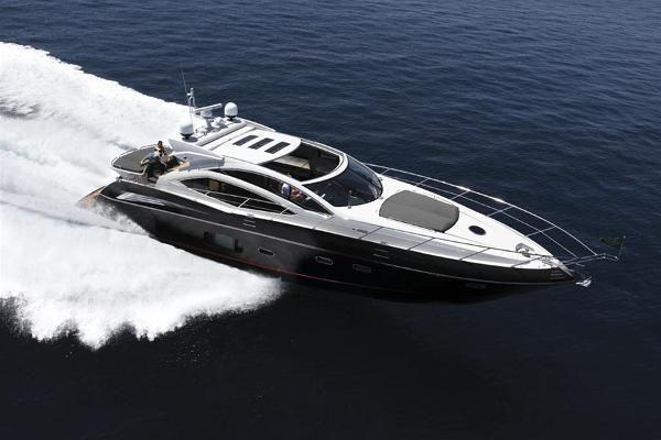 Discover Miami Beach surroundings on this Predator Sunseeker  boat