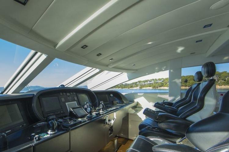 Discover Miami Beach surroundings on this Cantieri dell'Arno Leopard TMG boat