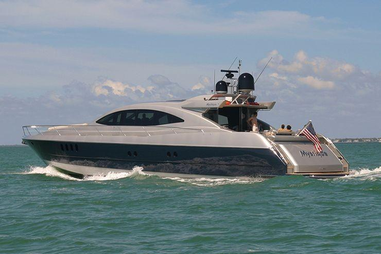 Discover Miami Beach surroundings on this Mystique Warren boat