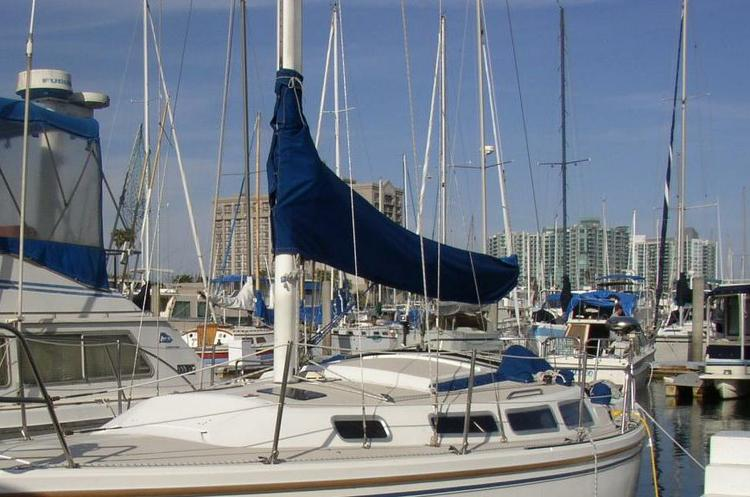 30' Catalina sailboat for a great adventure