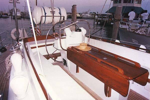 Discover San Juan surroundings on this Ted Hood design Custom made boat